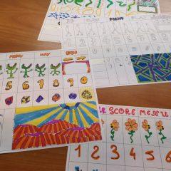 Les participants dessinent le décor et le personnage du niveau de jeu qu'ils veulent créer
